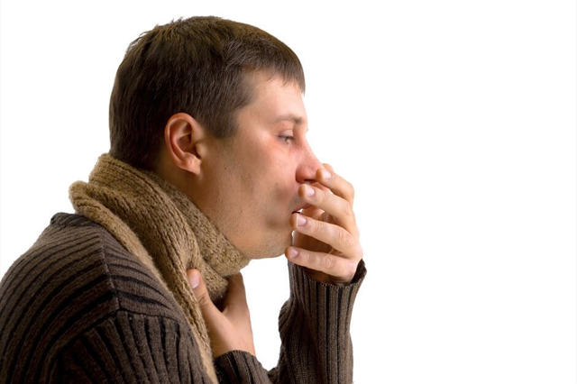 Сухой или мокрый кашель при ангине у ребенка или у взрослых: чем лечить