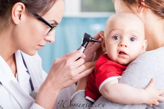 У ребенка болит ухо: что делать в домашних условиях, как лечить