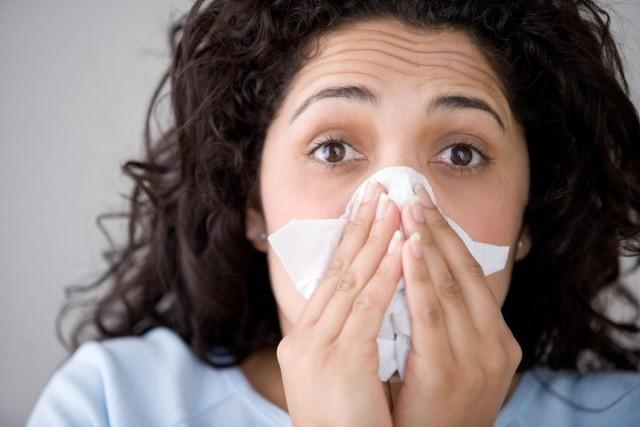 Хронические осложнения после фарингита у взрослых и детей: на ухо, язык, горло