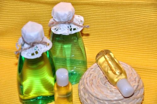 Эфирные масла для проблемной кожи: рецепты, виды, отзывы, стоимость