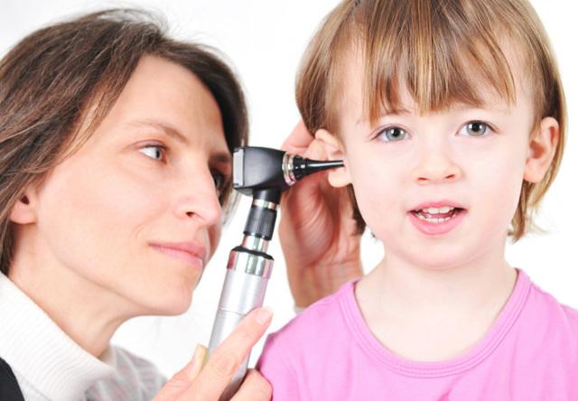 Что делать если стреляет в ухе у ребенка: причины и лечение в домашних условиях