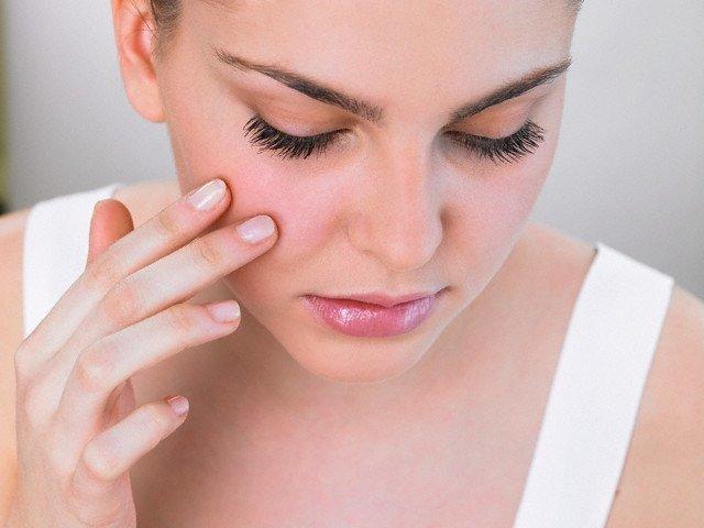 Слоящиеся ногти на руках и ногах: причины и лечение, витамины, уход, симптомы