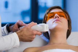 Ультрафиолетовое облучение кожи: показания и противопоказания, уход после проведения, цена, отзывы