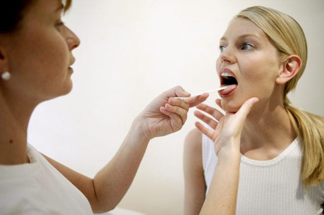 Чем лечить больное горло при беременности на 1, 2, 3 триместре в домашних условиях