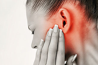 Что закапать, если болит ухо: настойка прополиса, календулы, сок алоэ, эфирные масла и лук