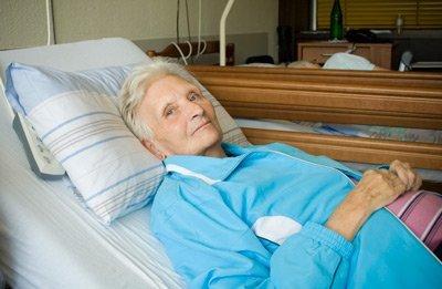 Чем лечить пролежни у лежачих больных: в домашних условиях, в стационаре