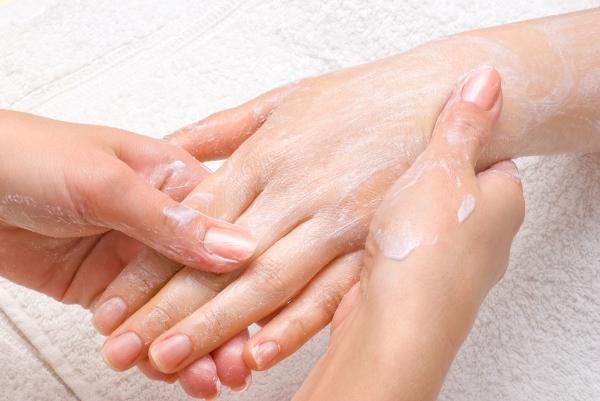 Шелушение кожи: причины, симптомы, методы лечения, диагностика