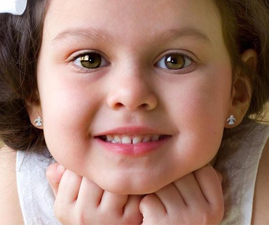 У ребенка гноится ухо после прокола: причины, лечение, возможные последствия