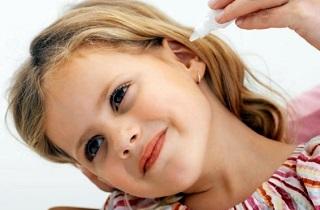 Средства для чистки ушей человека: перекись водорода, капли, ватные палочки