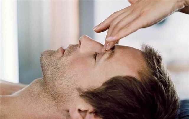 Точечный массаж при насморке и заложенности носа взрослым и детям