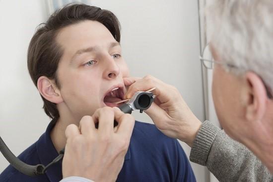 Язвенно-пленчатая ангина: симптомы, лечение, фото, рекомендации и прогноз