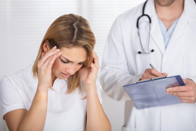 Хроническая головная боль напряжения: симптомы и лечение