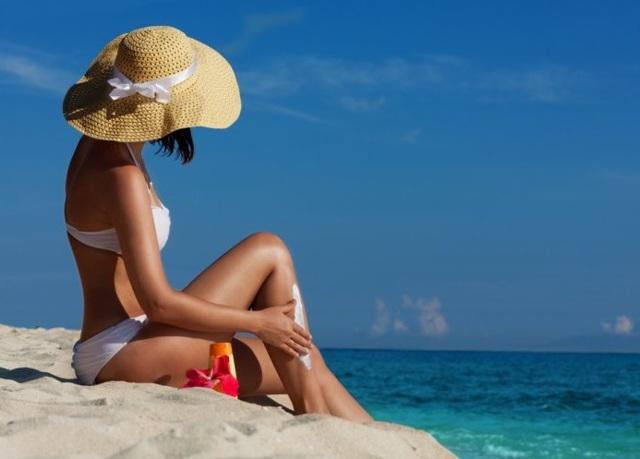 Солнечные ванны (гелиотерапия): показания и противопоказания, уход после проведения, цена, отзывы