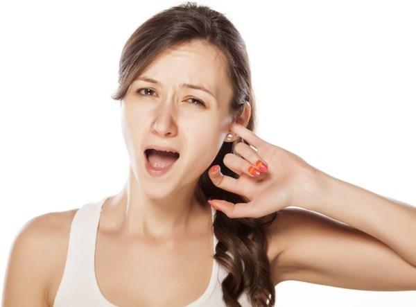 Шелушение кожи в ушах и на голове у взрослых и детей: причины и лечение